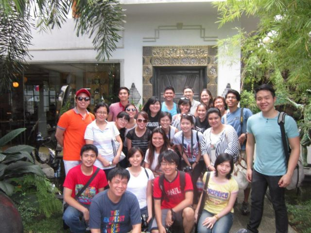 HCS-Y group pic in front of Casa Roces' iconic door